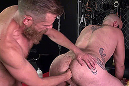Ace Woodruff, Hank Rivers in Flip-Flop Fisting by